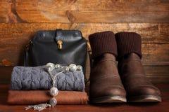 A roupa e os acessórios das mulheres Imagem de Stock Royalty Free