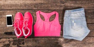 A roupa e os acessórios das mulheres fotos de stock