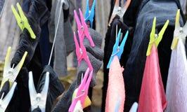 Roupa em cremalheira de secagem Foto de Stock Royalty Free