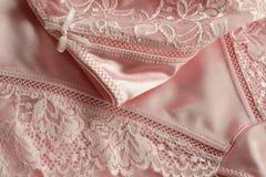 Roupa interior com laço da agulha da cor rosado Foto de Stock Royalty Free