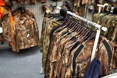 Roupa para caçar e pescar na loja fotografia de stock