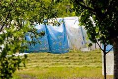 Roupa que seca no jardim Fotografia de Stock