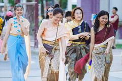 Roupa tradicional de Ayuthaya do vestido tailandês das meninas foto de stock royalty free