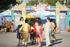 Roupa tradicional de Ayuthaya do vestido tailandês das meninas imagens de stock royalty free