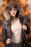 Roupa vestindo do inverno da menina bonita fotografia de stock royalty free