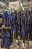 Roupas de mergulho na loja ostentando dos bens Foto de Stock Royalty Free