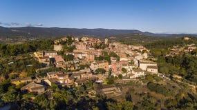 ROUSSILLION, FRANCES - 3 OCTOBRE 2017 : Village du Comté de Roussillon, construit d'un grès rouge photo libre de droits