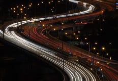 Route à grand trafic après crépuscule Images stock