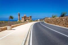 Route à l'église dans Gharb, Malte Photos stock