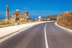 Route à l'église de Pinu de ventres dans Gharb à Malte Images stock
