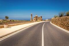 Route à l'église de Pinu de ventres dans Gharb à Malte Photo libre de droits