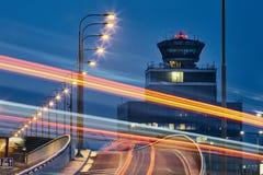 Route à l'aéroport photos libres de droits
