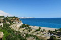 Route à la plage de Konyaalti à Antalya, Turquie Photo stock