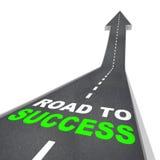 Route à la réussite - vers le haut de la flèche Photos stock