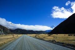 Route à la vallée de Tasman au cuisinier National Park de bâti d'Aoraki Image stock