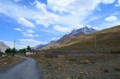 Route à Rangrik Kaza en vallée de Spiti, Himachal Pradesh Photo libre de droits