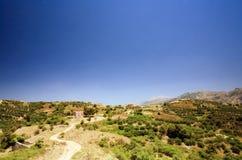 Route à une petite maison dans les montagnes sur Crète Photos libres de droits