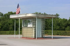 Route 66 aandrijving-in de Cabine van het Kaartje stock afbeelding