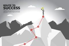 Route aan succes silhouet van onderneemster met kampioenstrofee op de bovenkant van berg royalty-vrije illustratie