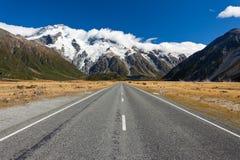Route aboutissant dans le stationnement national NZ de cuisinier d'Aoraki Mt photos libres de droits