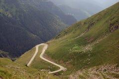Route accrochée à l'haute altitude Image stock