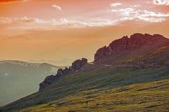 Route alpine au coucher du soleil images libres de droits