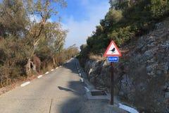 Route ascendante au Gibraltar la saison d'?t? de roche photos stock
