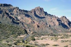 Route au bas de la page de montagnes roses chez Ténérife photographie stock libre de droits