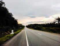Route au coucher du soleil Photographie stock libre de droits