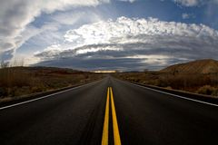 route au crépuscule Photos stock