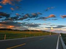 Route au crépuscule photographie stock libre de droits