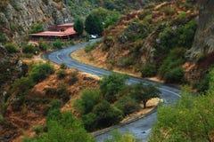 Route au Geghard complexe monastique Photographie stock