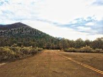 Route au monument national de crat?re de coucher du soleil image libre de droits