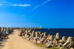 Route au phare par le rupteur de l'eau images libres de droits