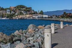 Route au secteur du centre ville et de ferry de Tiburon photo stock