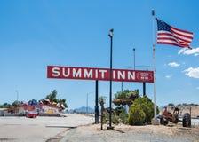 Route 66 : Auberge de sommet, collines de chêne, CA photos libres de droits