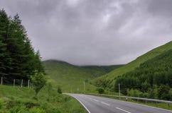 Route aux montagnes écossaises photo stock