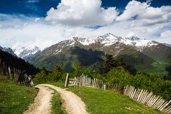 Route aux montagnes Photographie stock libre de droits