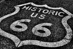 Route 66 av den historiska vägen för nationell huvudväg Royaltyfri Fotografi