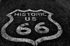 Route 66 av den historiska vägen för nationell huvudväg Royaltyfria Bilder