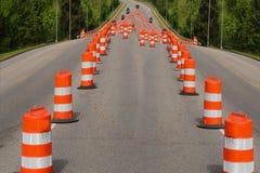 Route avec des barrières de cône Images libres de droits