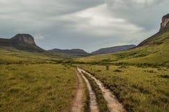 Route avec des montagnes photographie stock