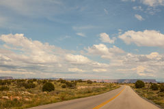 Route avec du charme de désert vers Grand Canyon, Arizona, Etats-Unis Image stock