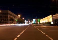 Route avec la lumière de véhicule Images libres de droits