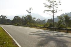 Route avec la lumière du soleil de matin Photographie stock