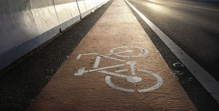 Route avec le symbole de la bicyclette Photos libres de droits