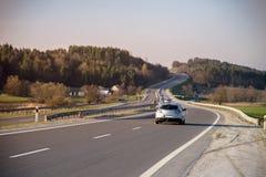 Route avec les voitures simples Images libres de droits
