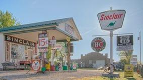 Route 66: BögParita Sinclair bensinstation, en Route 66 legend, ow Royaltyfri Fotografi