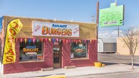 Route 66: Badlands Burger; historische Uran Caféleuchtreklame, Bewilligungen, Nanometer Stockfotos