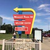 Route 66 -Begrüßungszentrumzeichen Stockfotos